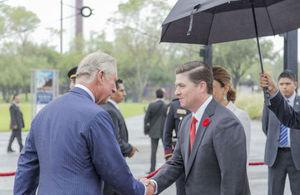 Príncipe de Gales y Gobernador Medina