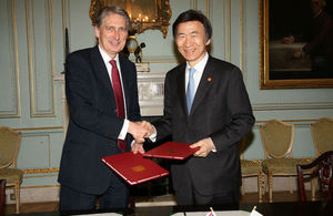 Foreign Secretary Philip Hammond (left) and Republic of Korea Foreign Minister Yun Byung-se