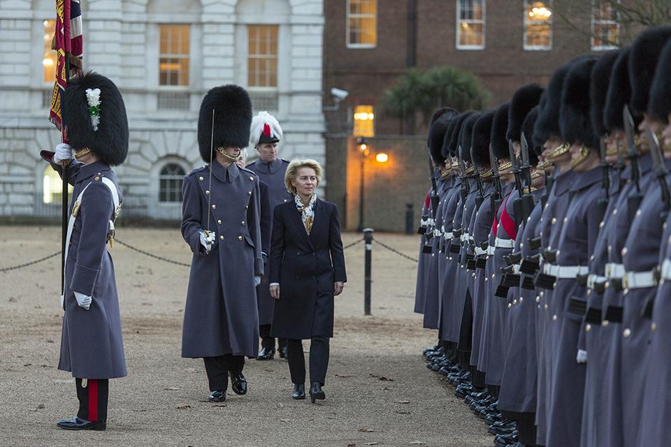 Dr Ursula von der Leyen inspects the Guard of Honour