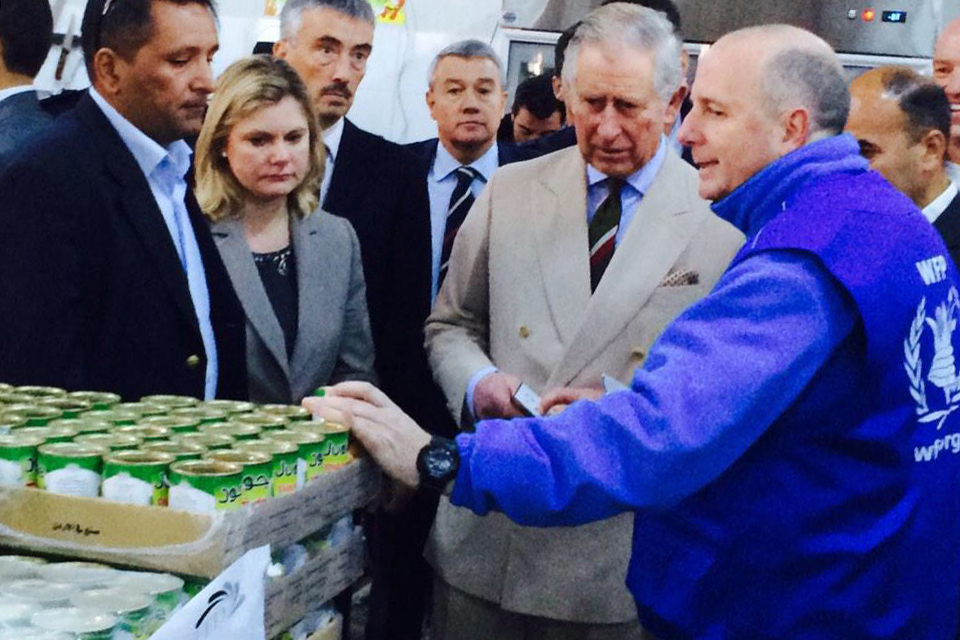 Justine Greening and The Prince of Wales at a WFP supermarket in the Zaatari refugee camp, Jordan. Picture: WFP/Joelle Eid