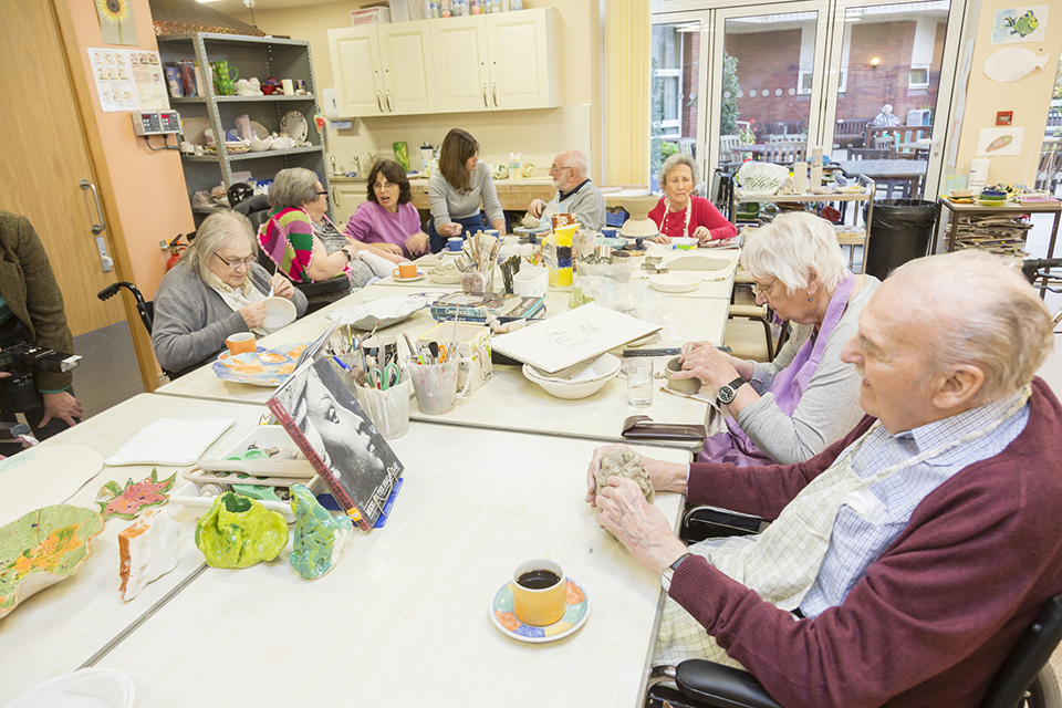 Art classes for people with dementia