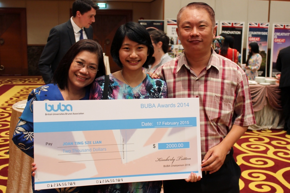 2014/15 BUBA Awards first prize winner Joan Ting Sze Lian with her parents