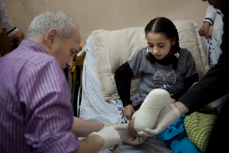 Dr Graeme Groom from Kings College Hospital, London, assesses Weam's leg two days after her operation in Gaza. Picture: Abbie Trayler-Smith/Panos for DFID
