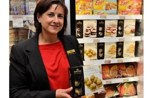 Claire Carter, International Business Development Executive for Frank Dale Foods at Cold Storage launch in Singapore (c) Tim Roebuck