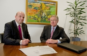 Simon Hayden of Clydesdale Bank (left) and David Godfrey of UK Export Finance