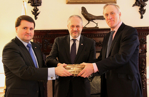 Minister Robert Kupiecki, Ambassador Witold Sobków and Minister Julian Brazier during the archive handover ceremony.