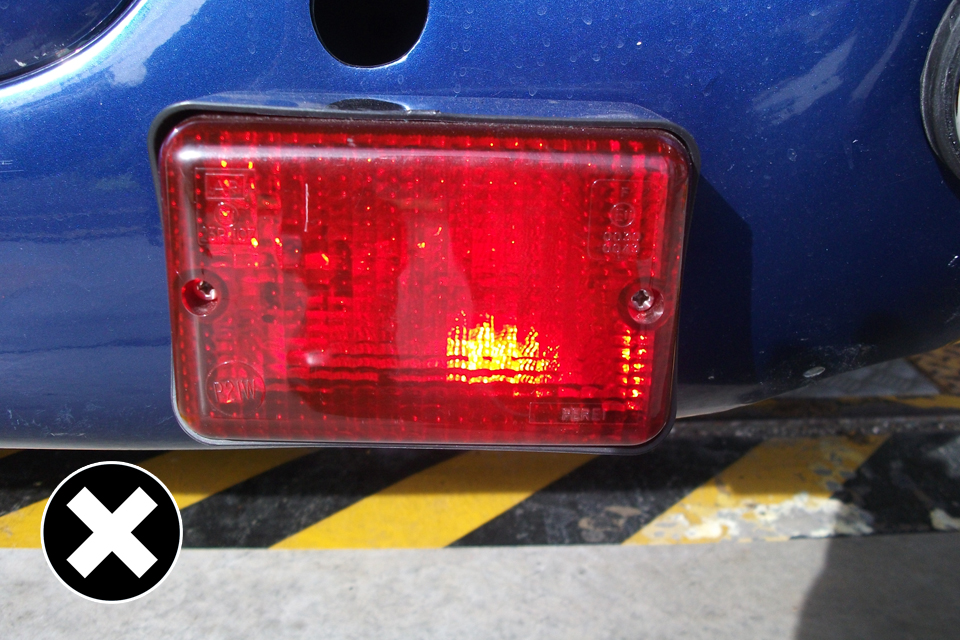Fog lamp: fitted correctly but may not meet the exterior projections standards.