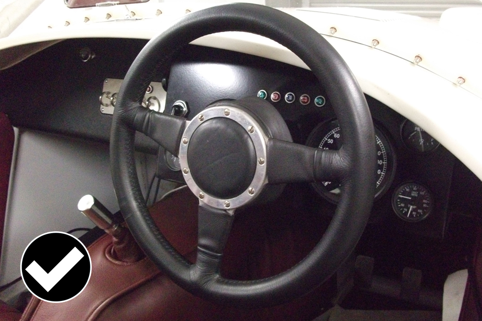 Allowed: steering wheel with edges that are correctly protected.