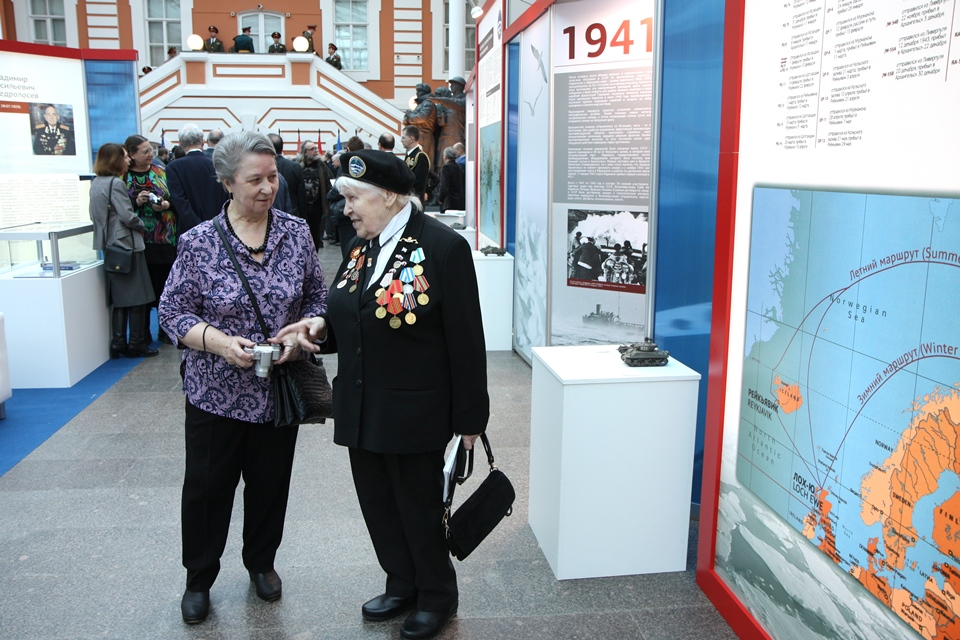 Arctic Convoys veteran attends the opening of the exhibition