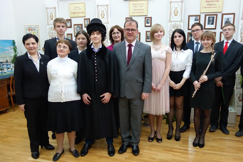 Keith Allan at school No 606 in Pushkin