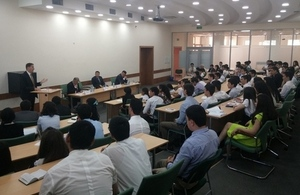 British Ambassador delivers a presentation at the Tashkent State University of Law