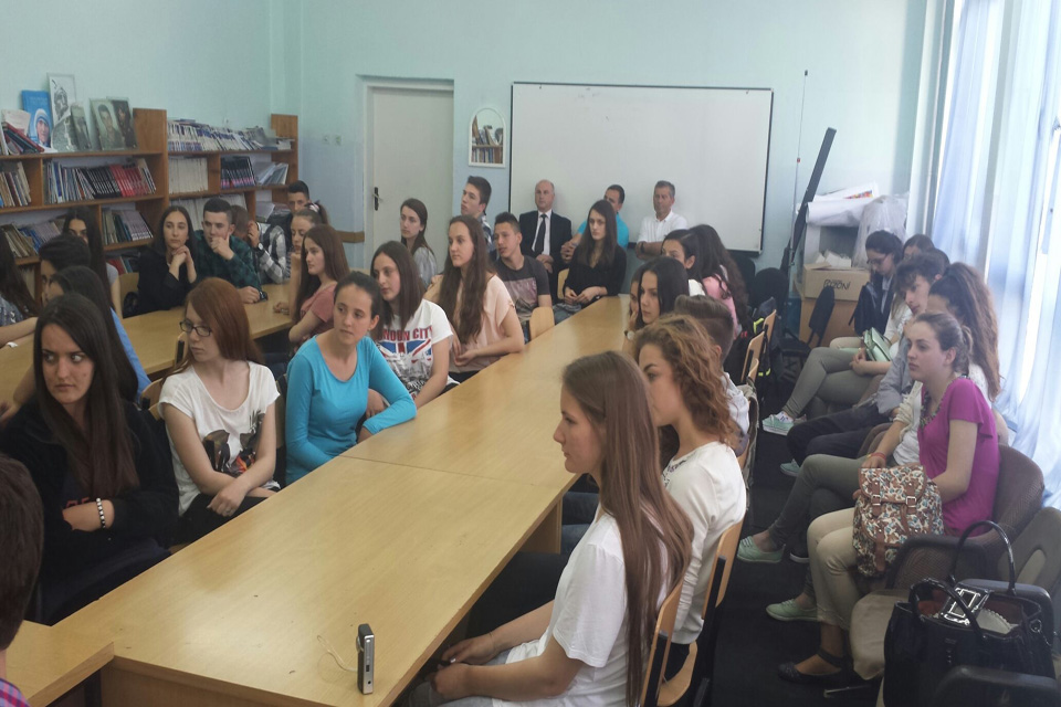 Ambassador O'Connell discussed European values with students at Secondary School ''Skenderbeu''