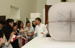Thomas Heatherwick leads a tour of the New British Inventors: Inside Heatherwick Studio exhibition in Beijing as part of the 2015 UK-China Year of Cultural Exchange. (© British Council)