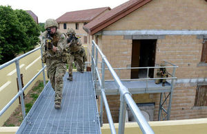 Soldiers from 1 YORKS using new facilities at Copehilll Down FIBUA 1 (Landmarc)