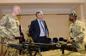 The Minister is briefed on the workings of the General Purpose Machine Gun (GPMG) used by the Reservists of 6 SCOTS.