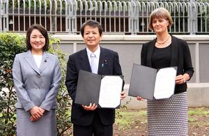 Land handover ceremony at British Embassy Tokyo