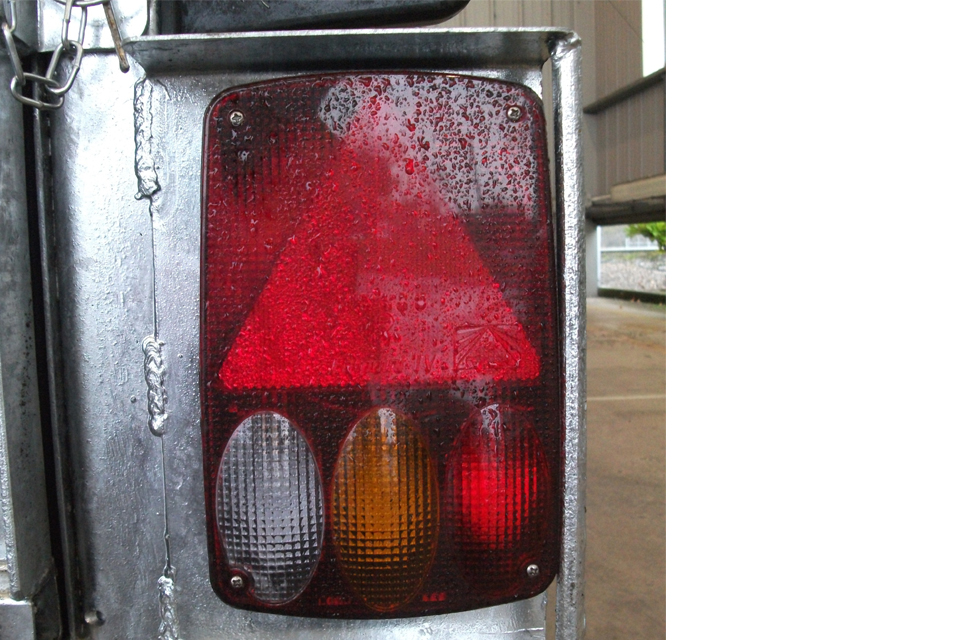 Trailer Mudguard Towing Red White Outer Marker Light