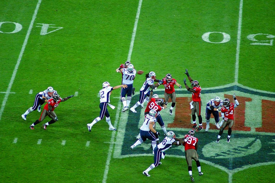 Tom Brady pass at Wembley Stadium