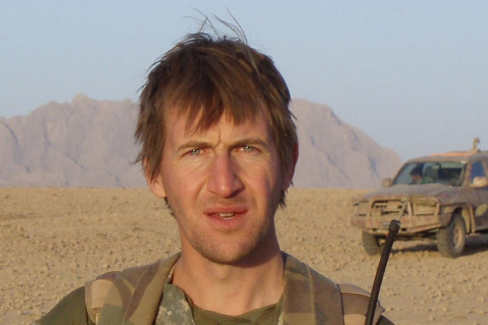 Dan Jarvis was commissioned into The Parachute Regiment in 1997