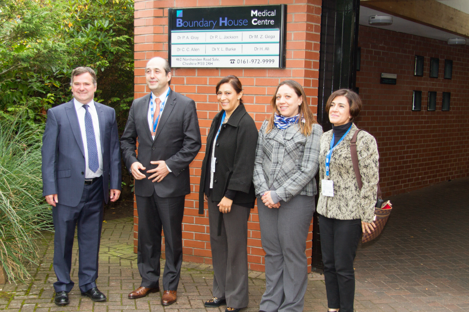 Dr Paul Gray welcomes Mexico's Vice Minister for Health Eduardo Gonzales Pier and Ministry of Health colleagues to the Boundary House Medical Centre