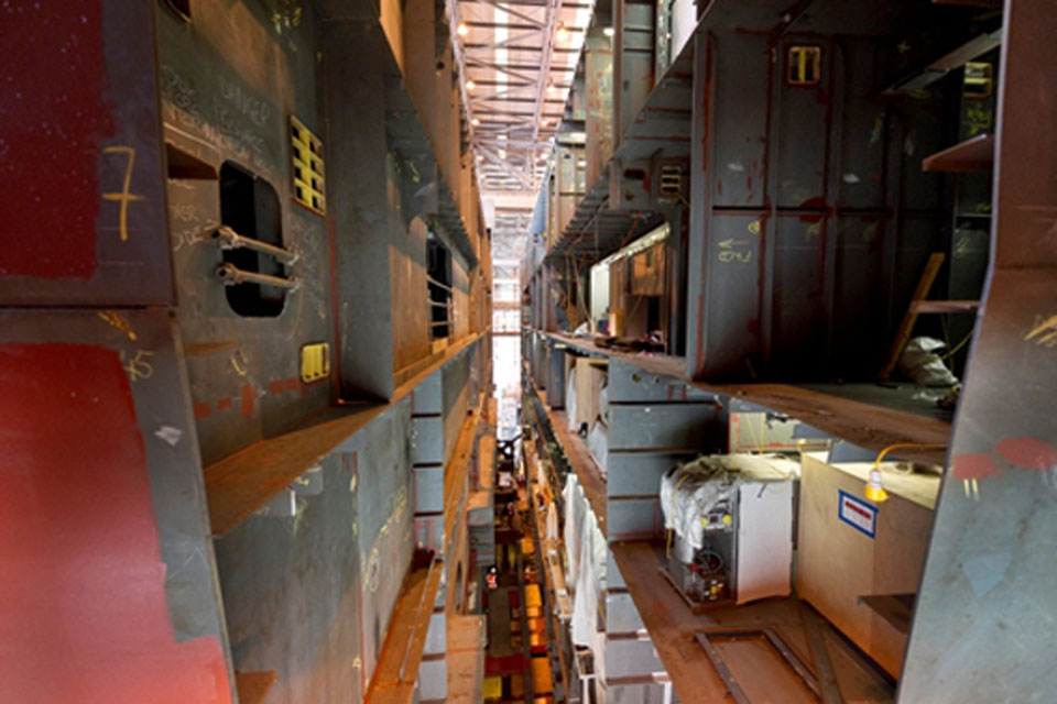 Queen Elizabeth carrier sections come together