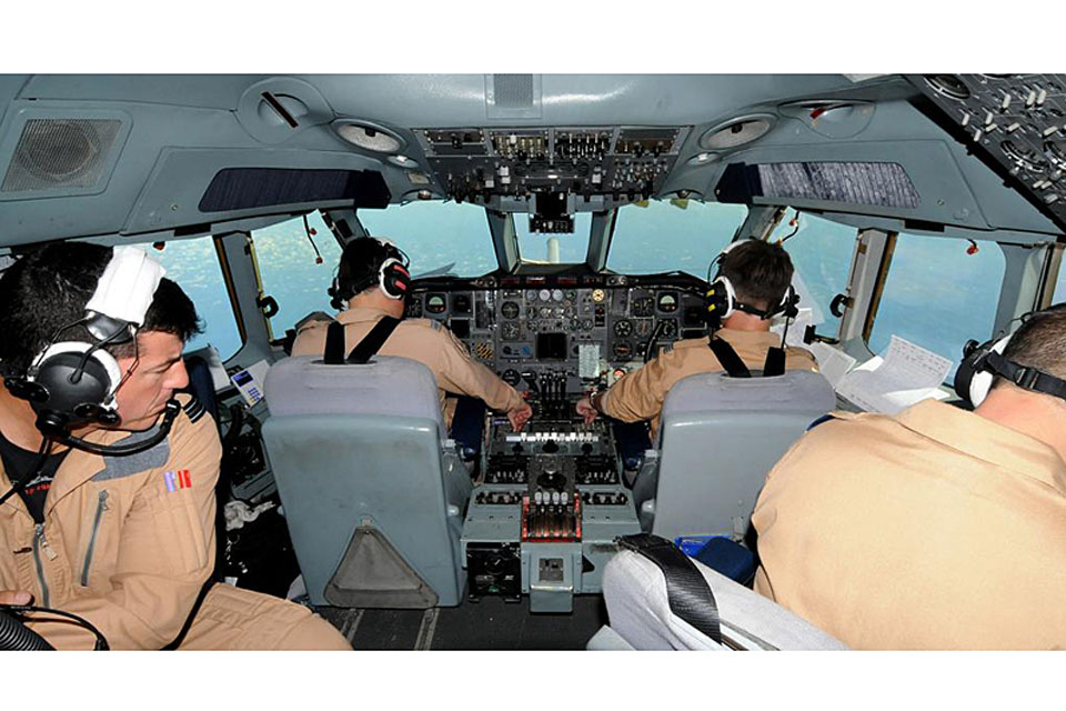 The flight deck of a 101 Squadron VC10 K3 during a refuelling mission