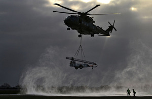 A Merlin helicopter comes in to drop off a Remover 3.1 mast during a snowy morning - Best Single Photograph Depicting the RAF Operational Experience