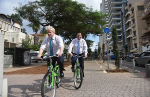 London Major Boris Johnson with Tel Aviv Mayor Ron Huldai