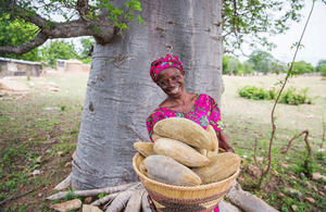 Woman who works with Aduna, a social enterprise that exports.