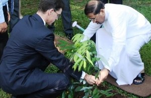 British High Commissioner James Dauris with Sri Lanka President Maithripala Sirisena
