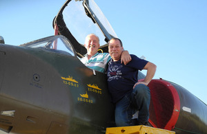 Neil Wilkinson and Mariano Velasco pose with an Argentine Skyhawk that flew in the 1982 war