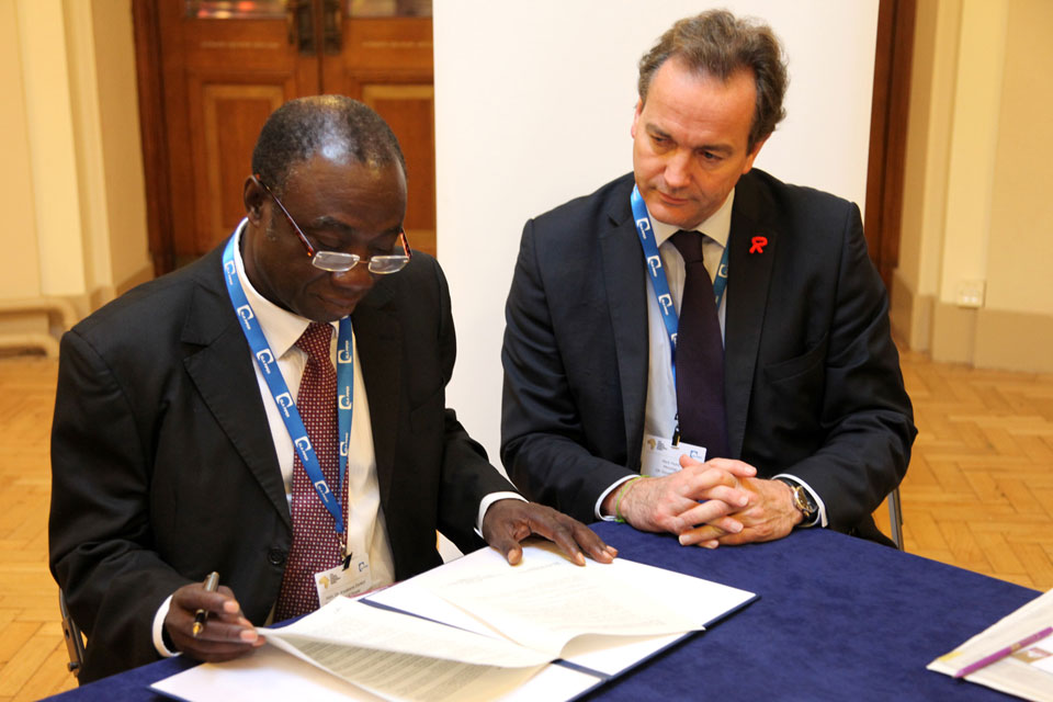 Minister Hurd and Ghana's Honourable Minister of Power Dr Kwabena Donkor. Picture: Jess Seldon/DFID