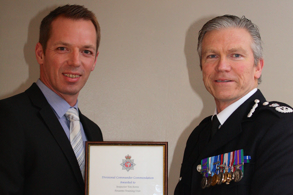 The Chief Constable presents Insp Tim Ferris with his award