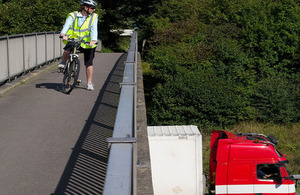 Cyclist looking at a lorry.