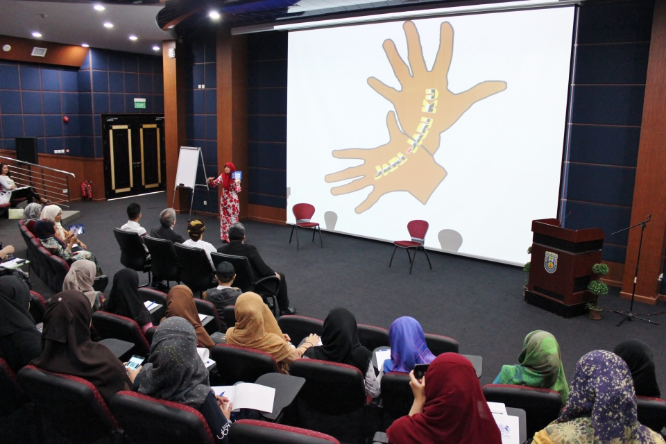 "Chevening Alumnus Dr Hjh Norbayah giving her session entitled ""Jari-Jari Ku / Sign with Me"""