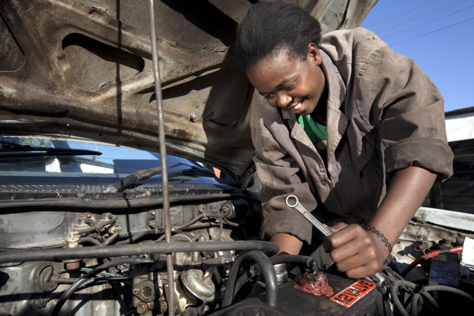 Photograph of a mechanic in Zimbabwe