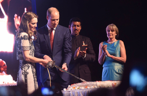 The Duke and Duchess of Cambridge cut a cake to celebrate HM The Queen's 90th birthday