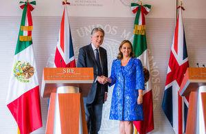 Philip Hammond, Secretario de Estado para Asuntos Exteriores y de la Mancomunidad del Reino Unido de la Gran Bretaña e Irlanda del Norte y Claudia Ruiz Massieu, Secretaria de Relaciones Exteriores de México