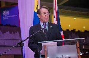 """El Embajador británico en Venezuela, John Saville, enfatizó que por más de sesenta años Su Majestad ha servido a 137 millones de súbditos de 16 países distintos con """"humildad"""" y """"dedicación""""."""