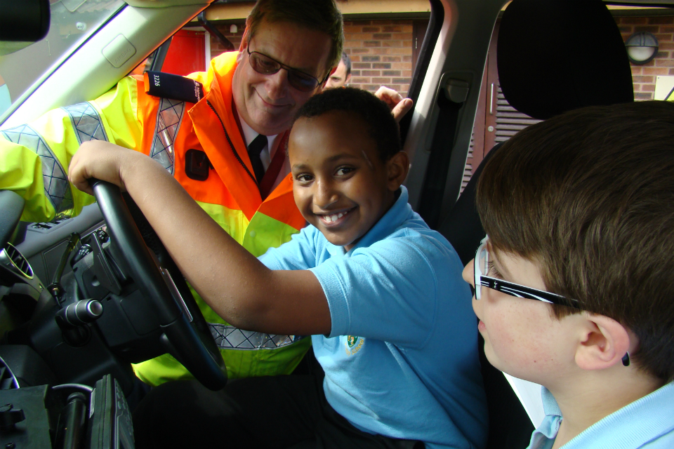 Pupil behind wheel img