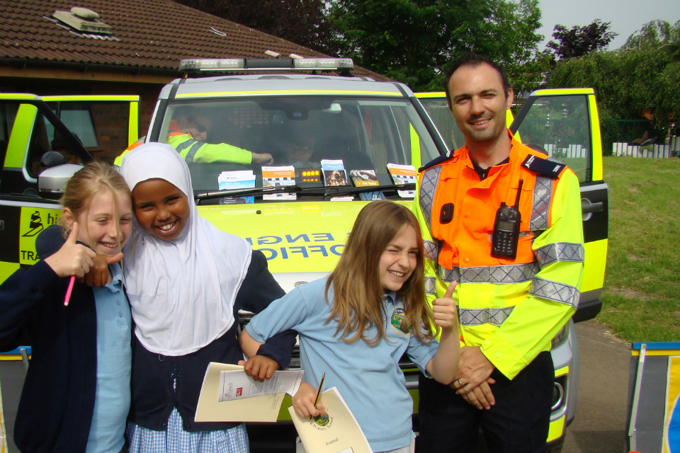 Pupils with traffic officer img