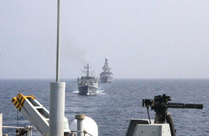 HMS Atherstone leads HMS Shoreham and HMS Diamond in the Gulf