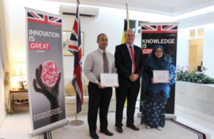 British High Commissioner David Campbell presented Azizul Azri Haji Majit and Khairunnisa Ash'ari with certificates