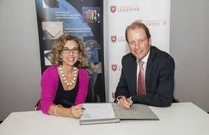 CEOI contract signing with the University of Leicester