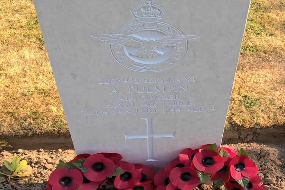 Sgt Pulman's headstone, Crown Copyright, All rights reserved