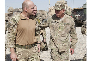 General David Petraeus (right) walks with Lieutenant Colonel Ewen Murchison RM