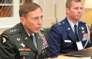 General David Petraeus (left) at the meeting with the Prime Minister