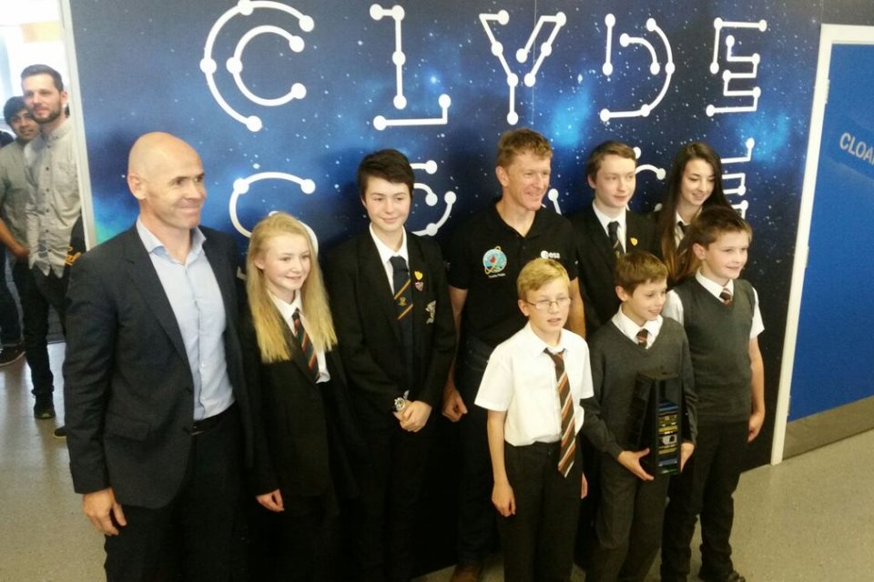 Tim Peake with young people and Chief Executive of Clyde Space.