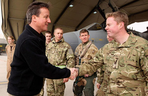 David Cameron meets with aircrew and ground crew