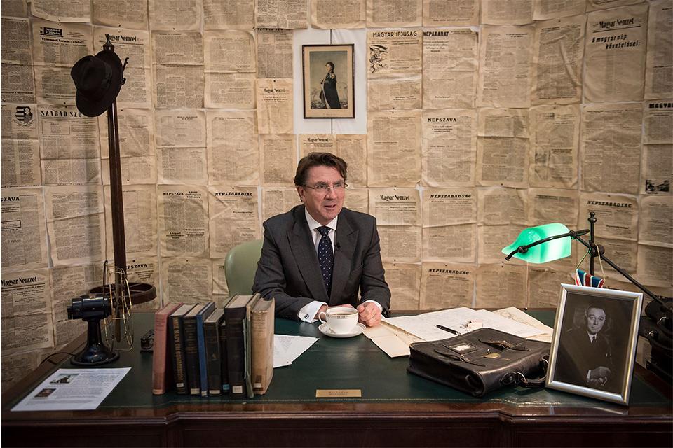 Ambassador Lindsay at the desk of former Head of Legation of 1956 Leslie Fry